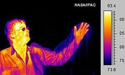 La naturale emissione del corpo umano in una immagina IR